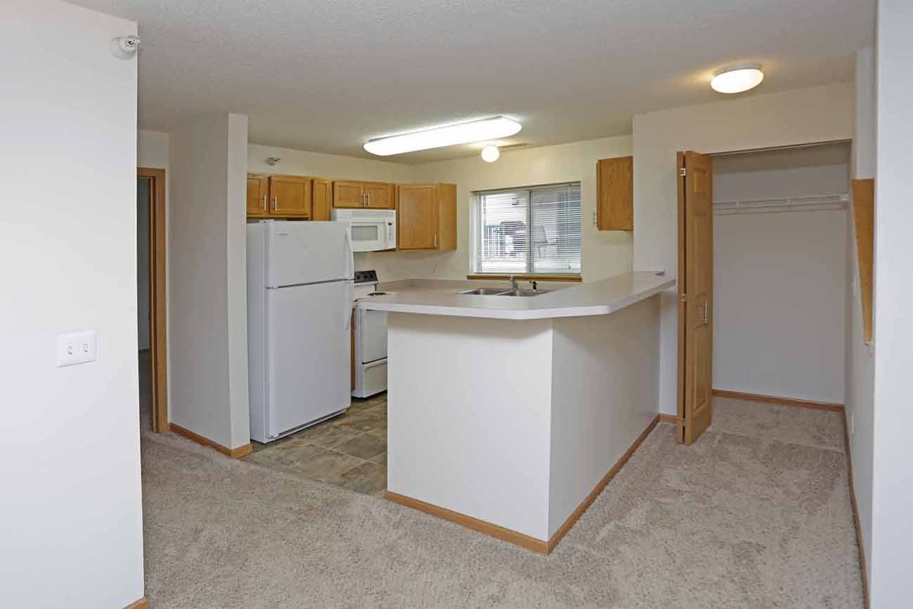 3 Bedroom: Breakfast bar (comfortably seats 3 - 4)